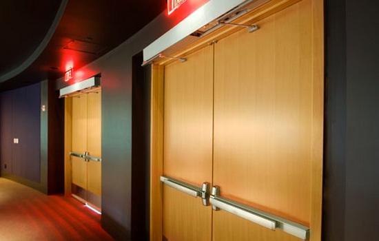 Деревянные противопожарные двери. Описание конструкции и возможностей