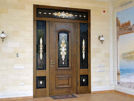 Достоинства дверей из дерева