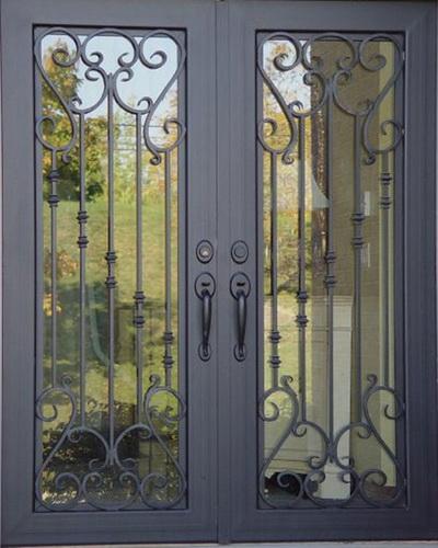 Двери с ковкой и стеклопакетом