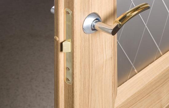 Двери с притвором. Возможности и описание конструкции