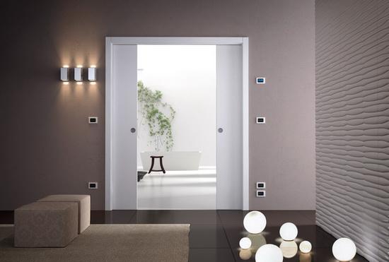 Двустворчатая-раздвижная-дверь-в-пенале-с-обрамлением1