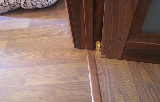 Как лучше сделать межкомнатные двери - с порогом или без