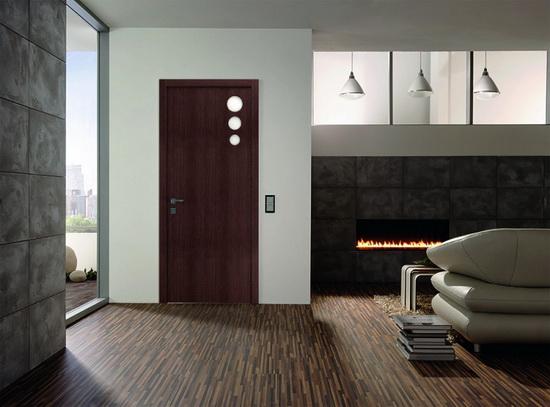 Каркасно-щитовая дверь темно-коричневого цвета