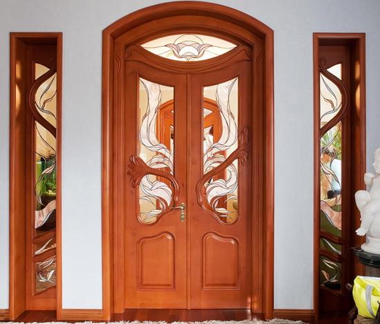 Красивая деревянная дверь-арка