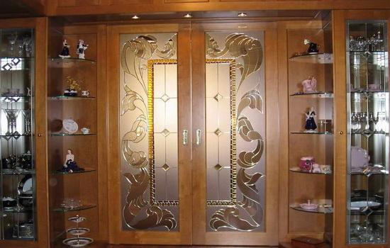 Красивая межкомная дверь коричневого цвета