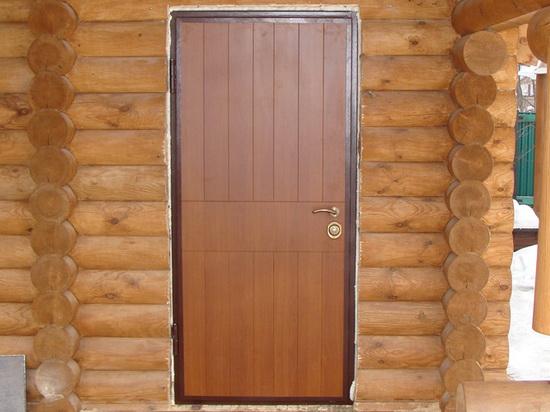 Металлическая дверь в баню с отделкой МДФ панелями