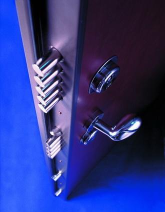 Минусы бронированных дверей