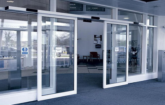 Область использования раздвижных дверных систем