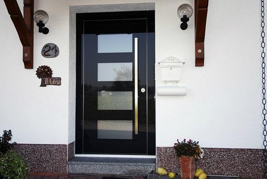 Отделка входных дверей с внешней стороны