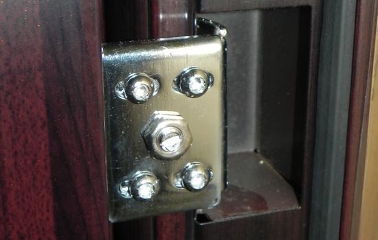 Петли скрытого типа - наиболее часто используются во входных дверях
