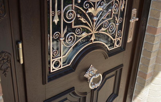 Популярные разновидности входных деревянных дверей