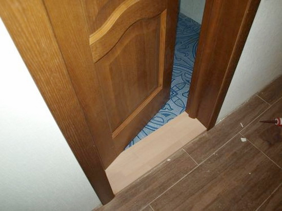Порог в ванную комнату