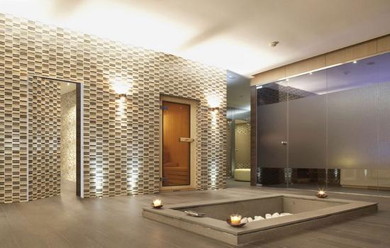 Пример двери-невидимки в большой квартире