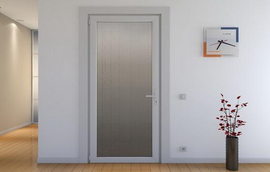 Пример классических межкомнатных дверей из пластика