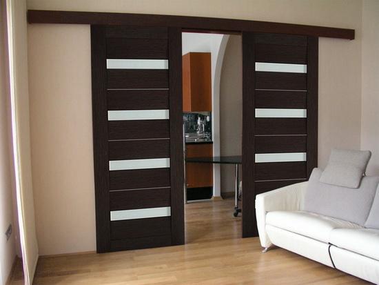 Раздвижная межкомнатная темно-коричневая дверь эконом-класса