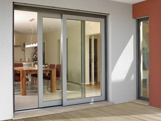 Раздвижные металлопластиковые двери для балкона – разновидности и преимущества