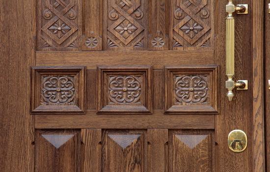 Рисунок входных дверей из массива дуба