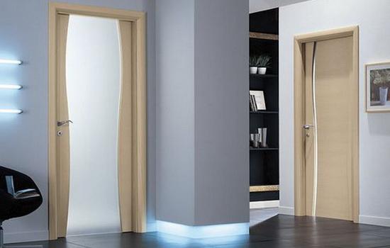 Светлые ламинированные двери