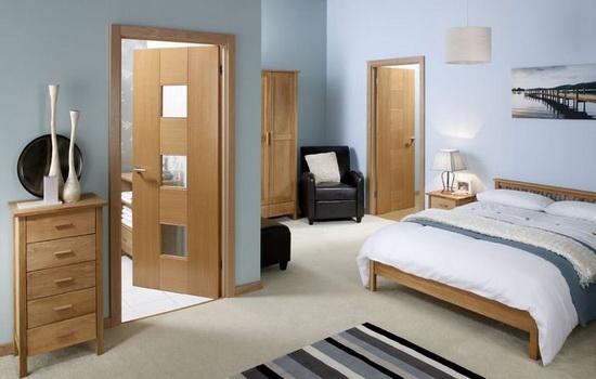 Светлые межкомнатные двери в спальне