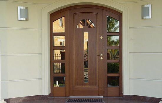 Входная деревянная дверь из массива. Особенности конструкции