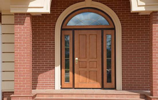 Входные пластиковые двери для частных домов. Возможности и характеристики