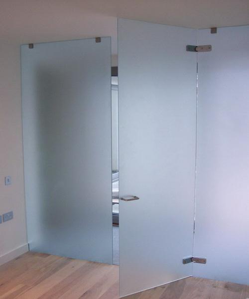 Закаленное матовое стекло двери ванной