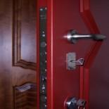 Нужна ли вторая входная дверь в квартиру?