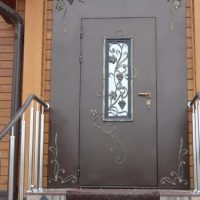 Почему потеет входная железная дверь. Причины появления конденсата и способы устранения
