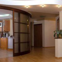 Радиусные межкомнатные двери — идеальное сочетание с интерьером