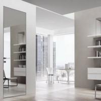 Зеркальные межкомнатные двери. Возможности, преимущества и недостатки