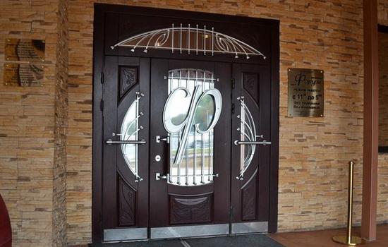 Элитные входные двери металлические и деревянные. Описание возможностей