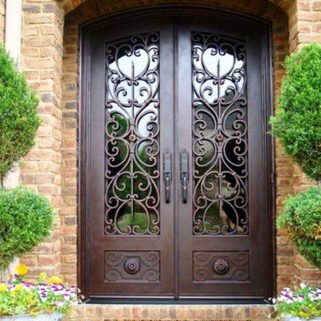 Кованые входные двери. Описание устройства и существующих видов