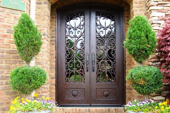 Кованные входные двери. Описание устройства и существующих видов