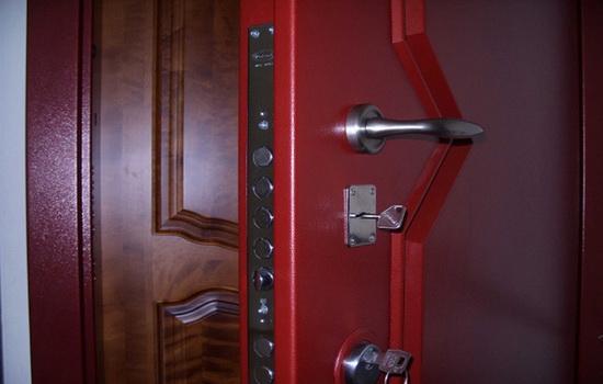 Нужна ли вторая входная дверь в квартиру