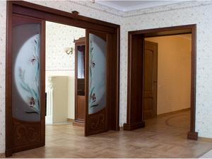 Откатные межкомнатные двери. Специфика конструкции, описание преимуществ и недостатков