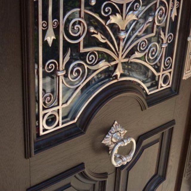 Деревянные входные двери. 13 фото + описание разновидностей и особенностей конструкции