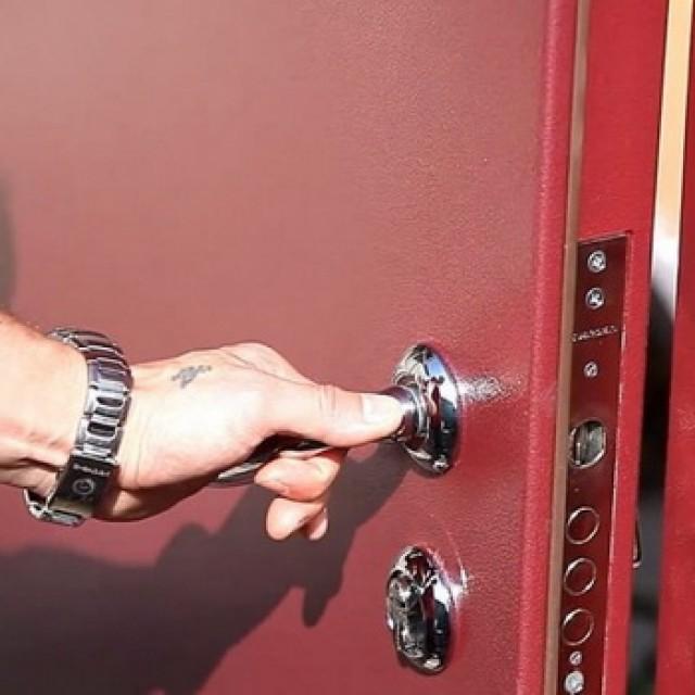 Порядок выполнения работ по установке входной двери