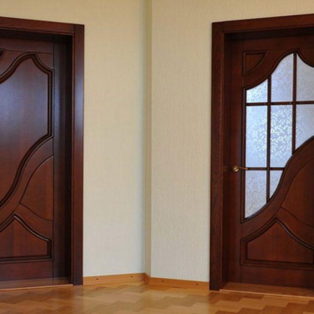 Сколько весит деревянная межкомнатная дверь и отчего зависит ее масса