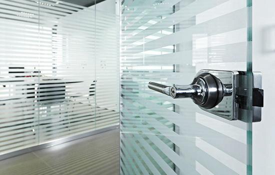 Стеклянные офисные двери. Лучшие модели и важные свойства