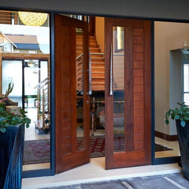 Входные двустворчатые двери. Описание характеристик и достоинств
